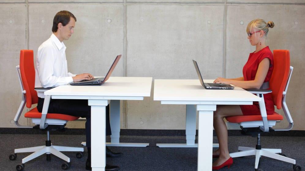 Comment étudier dans la bonne posture ? Conseils pour éviter les maux de dos