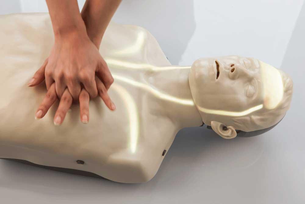 Qu'est-ce qu'un défibrillateur et à quoi sert-il ?
